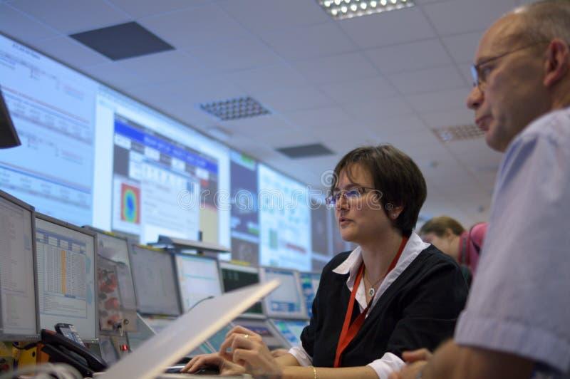 Sala de mando del ATLAS de la CERN imágenes de archivo libres de regalías