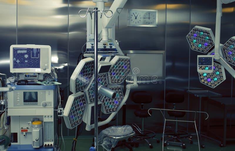 Sala de operação equipada tecnologico moderna foto de stock