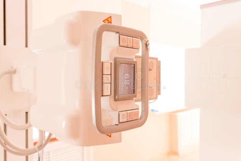Sala de operações com varredura médica do raio X Detalhe de uma máquina de raio X em um hospital Equipamento do raio X no centro  foto de stock royalty free