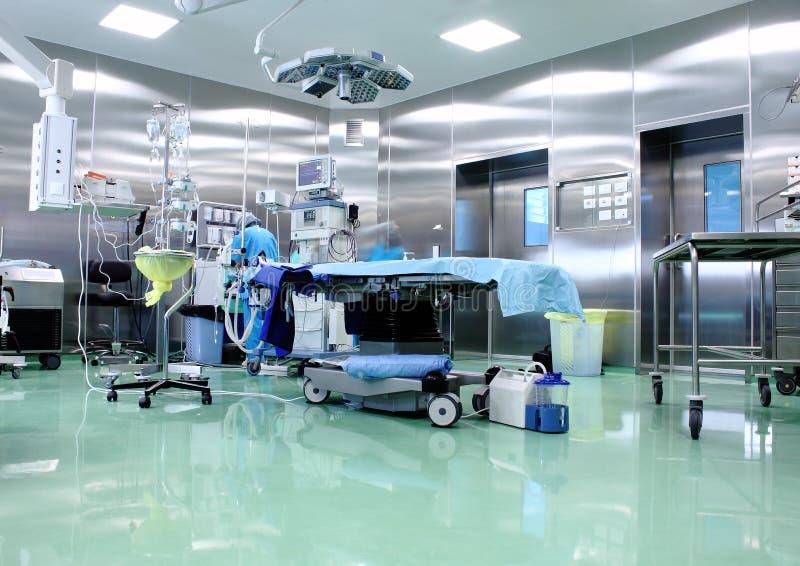 Sala de operações em um hospital moderno fotos de stock royalty free