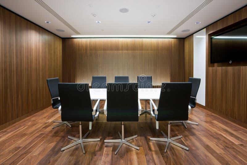 Sala de reunião de negócios no escritório foto de stock