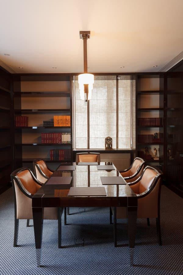Sala de reunião luxuosa do escritório fotos de stock