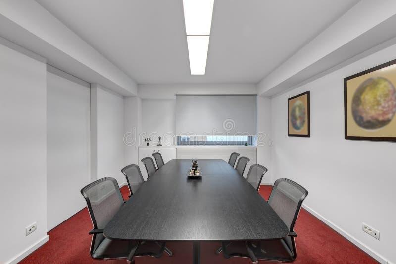 Sala de reunião moderna do escritório fotografia de stock royalty free