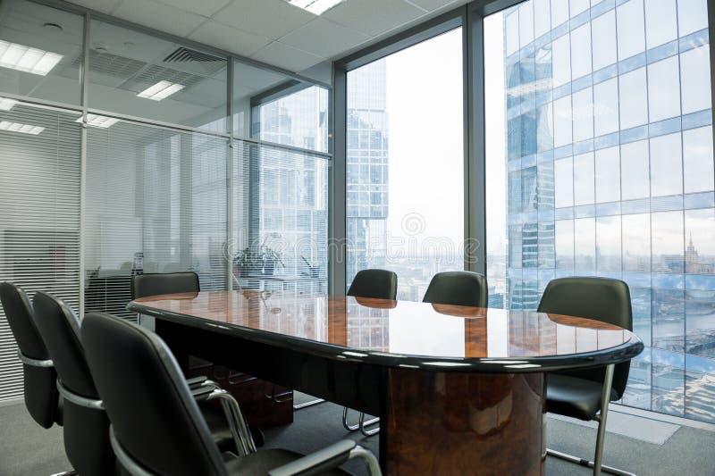 Sala de reunião moderna no escritório imagens de stock royalty free