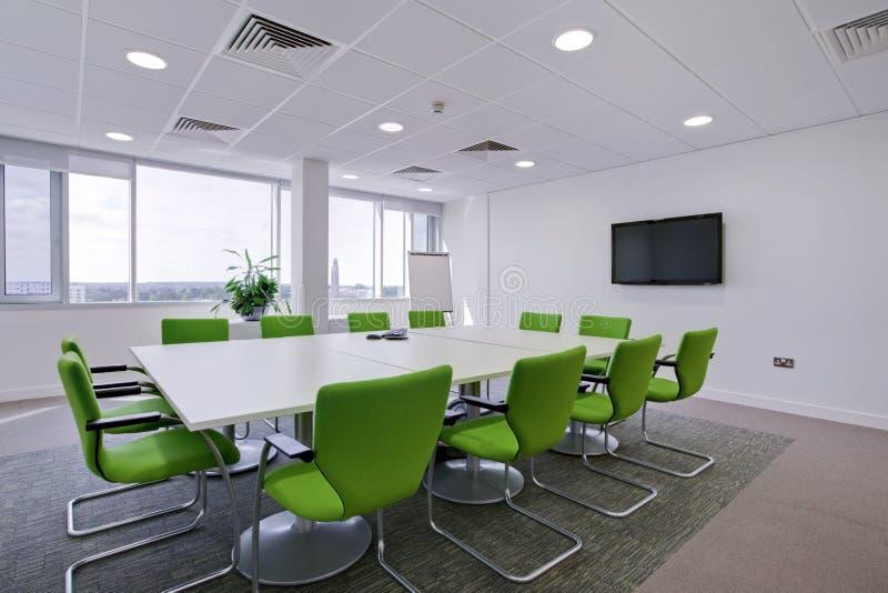 Sala de reuniões moderna do escritório foto de stock