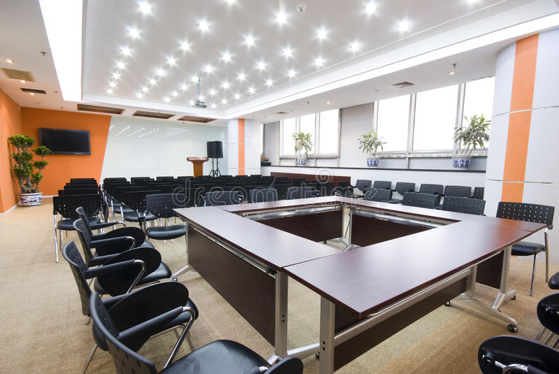 Sala de reuniões moderna do interior do escritório fotos de stock royalty free