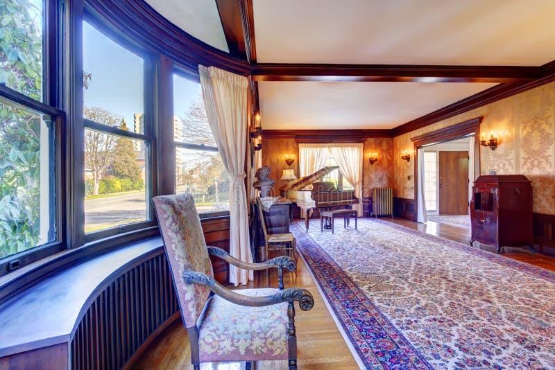 Sala de visitas luxuosa com piano de cauda fotos de stock royalty free