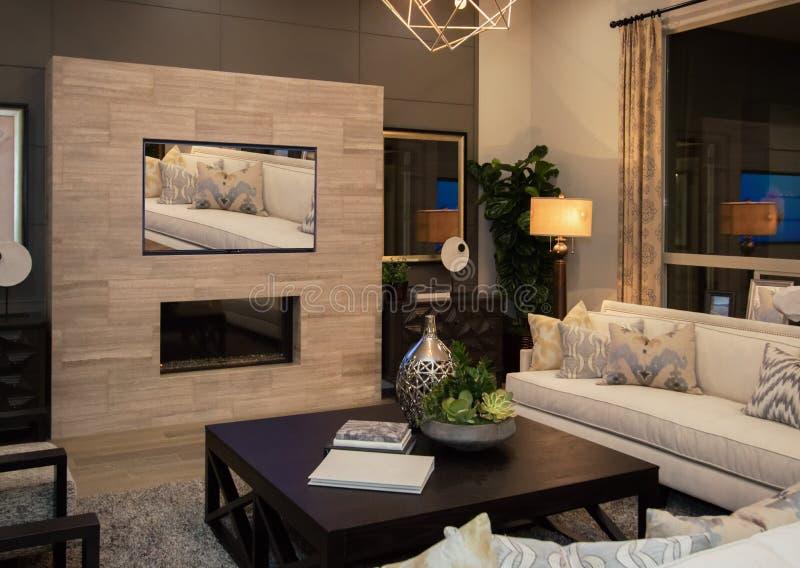 Sala de visitas moderna da mansão imagem de stock royalty free