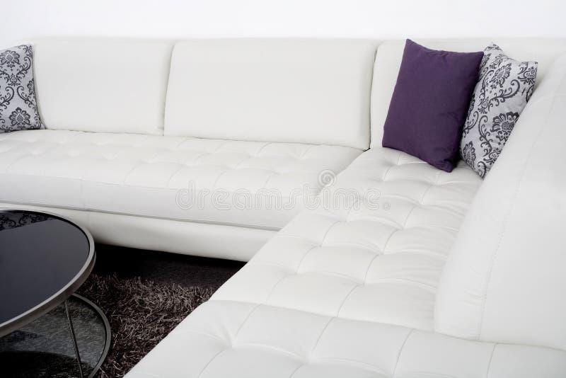 Sala de visitas na moda com interiores modernos imagem de stock royalty free