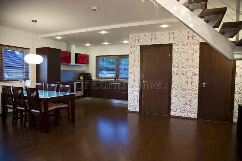 Sala de visitas tonificada marrom minimalistic moderna imagens de stock