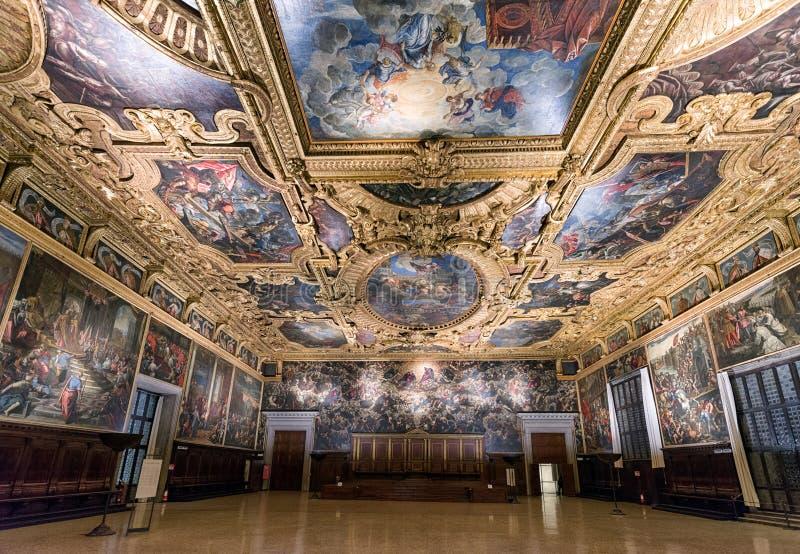 Sala del Maggior Consiglio på slotten för doge` s, Venedig royaltyfria bilder