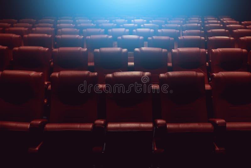 Sala del teatro o cinema vuota di film con i sedili rossi immagine stock