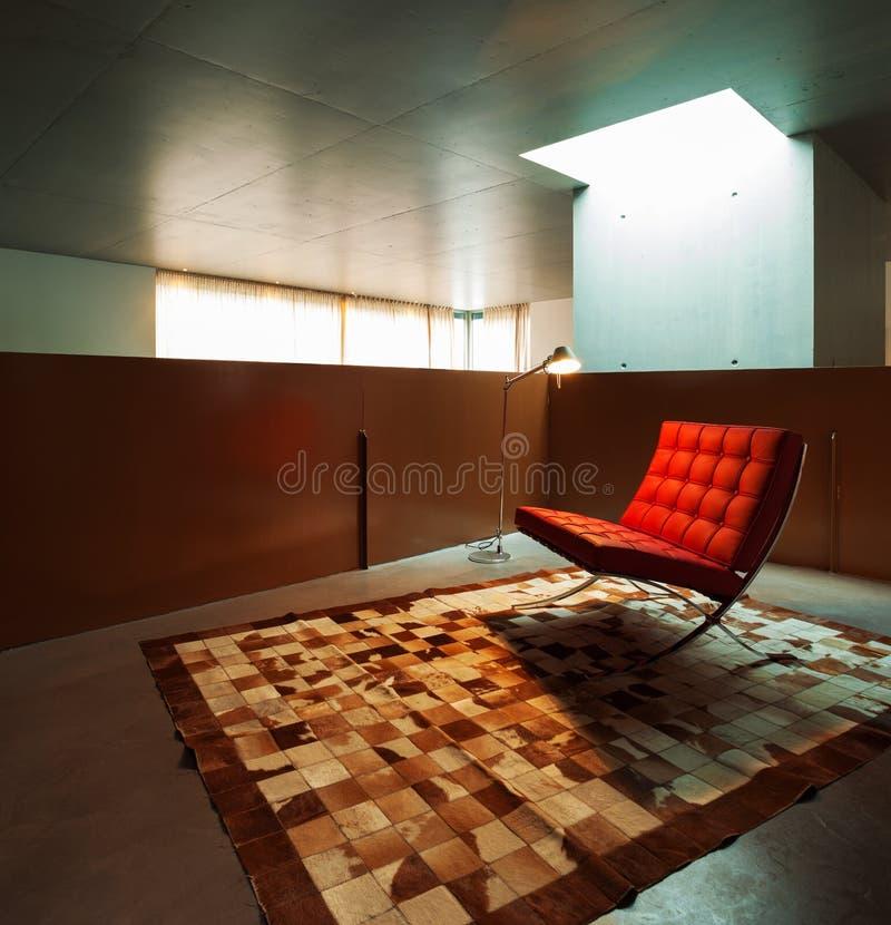 sala di attesa con la poltrona rossa fotografie stock