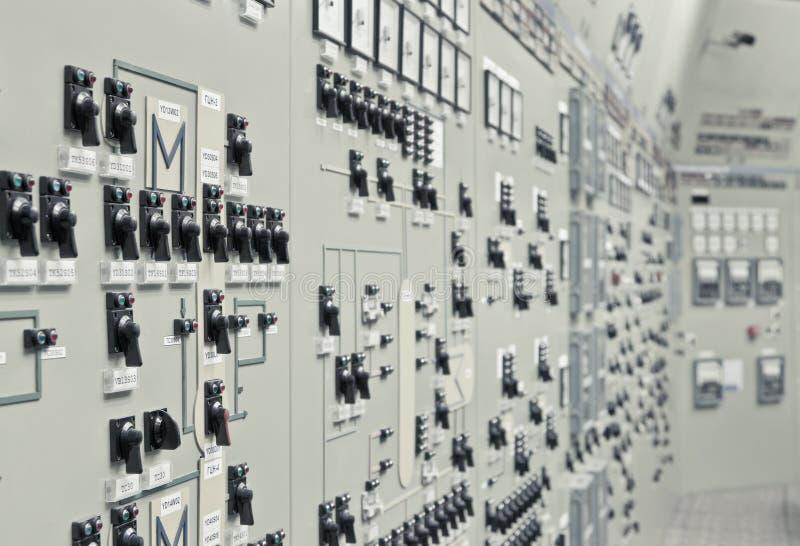 Sala di controllo della pianta della generazione di energia nucleare fotografia stock libera da diritti