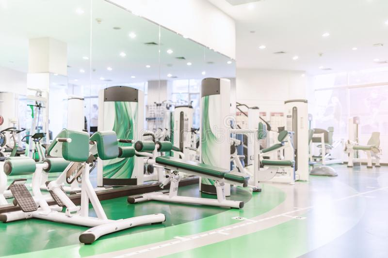 Sala do gym ou fundo interior moderno do fitness center fotografia de stock