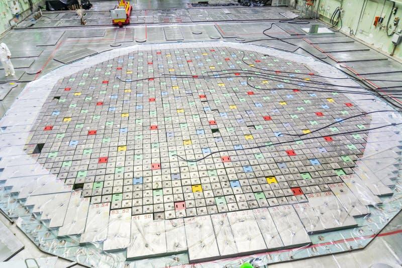 Sala do reator Tampa do reator nuclear, manutenção de equipamento e substituição dos elemento combustíveis do reator imagens de stock royalty free
