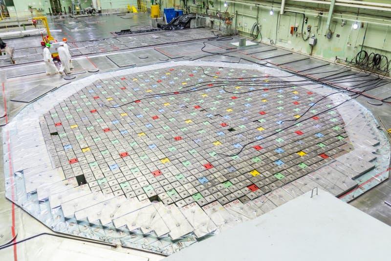Sala do reator Tampa do reator nuclear, manutenção de equipamento e substituição dos elemento combustíveis do reator fotos de stock royalty free