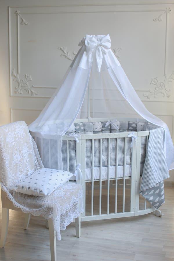 Sala do ` s do bebê em cores brilhantes fotografia de stock royalty free