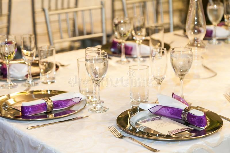 Sala dos eventos da decoração, copo de água fotos de stock royalty free