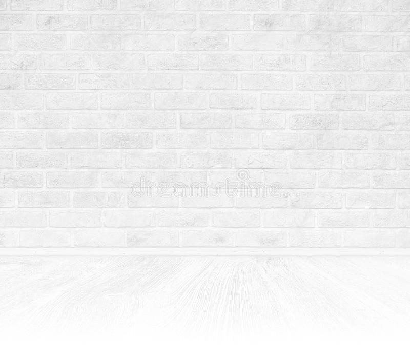 Sala interior com a parede de tijolo branca e o assoalho de madeira branco imagens de stock