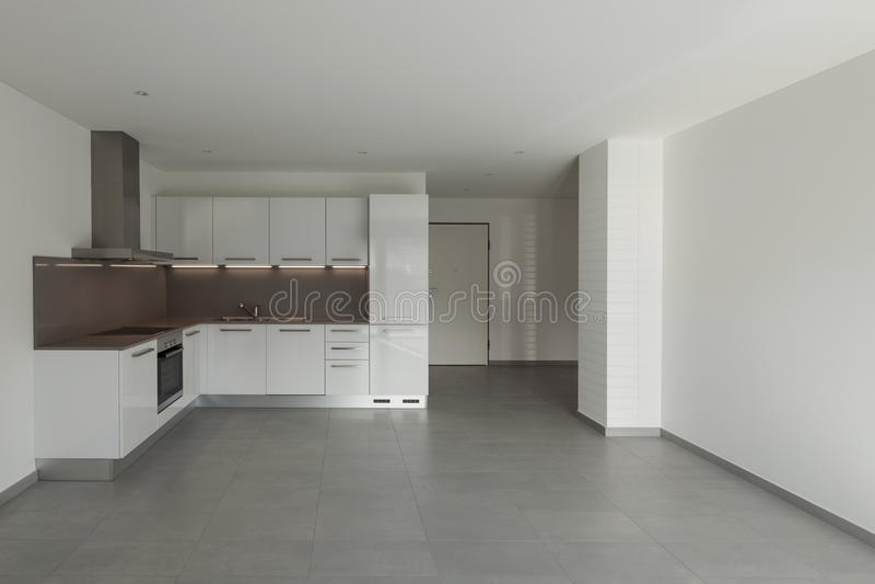 Sala interior, larga com cozinha fotografia de stock