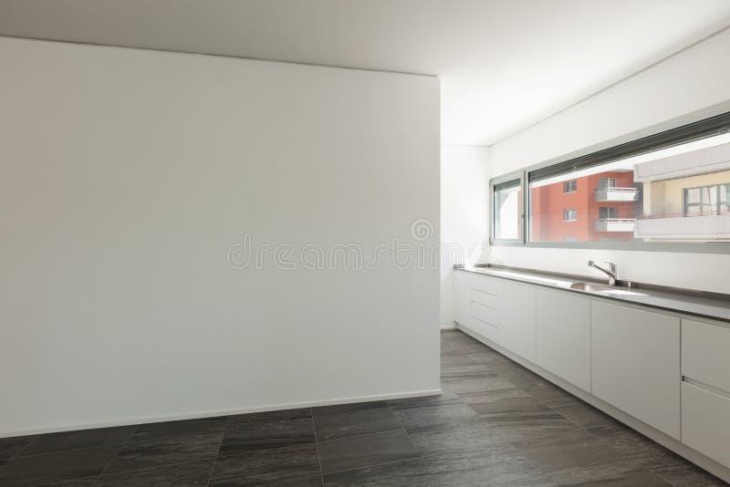 Sala interior, larga com cozinha doméstica fotografia de stock