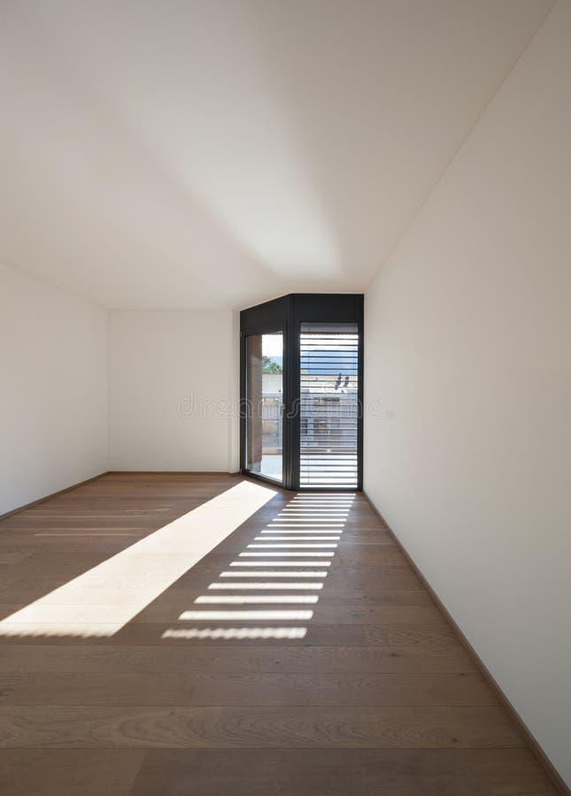 Sala interior, larga com janelas imagem de stock