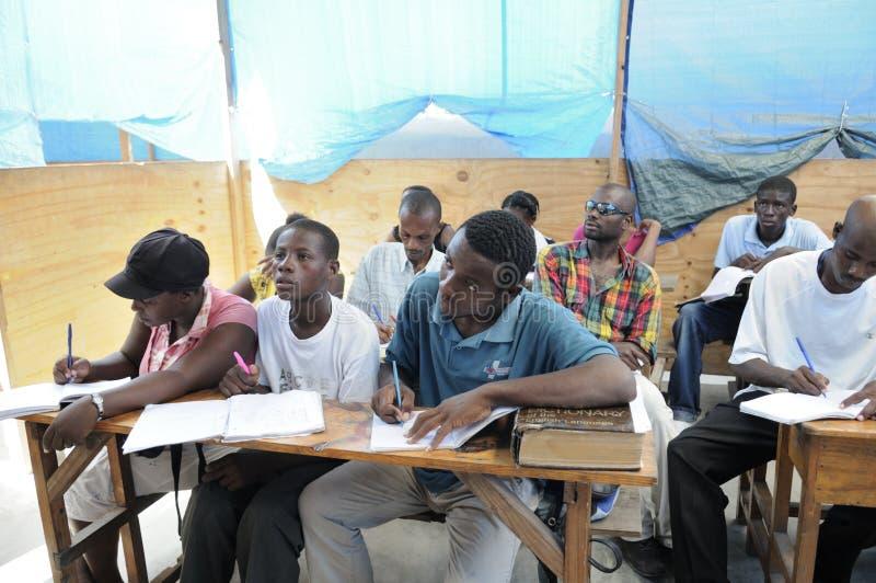 Sala lekcyjna wewnątrz Cytuje Soleil- Haiti. obraz stock