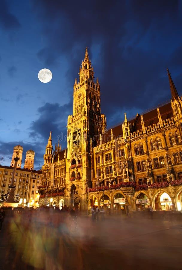 sala marienplatz noc sceny miasteczko fotografia royalty free
