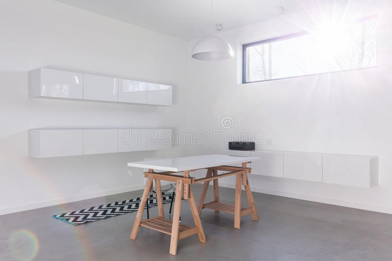 Sala moderna branca minimalista fotografia de stock