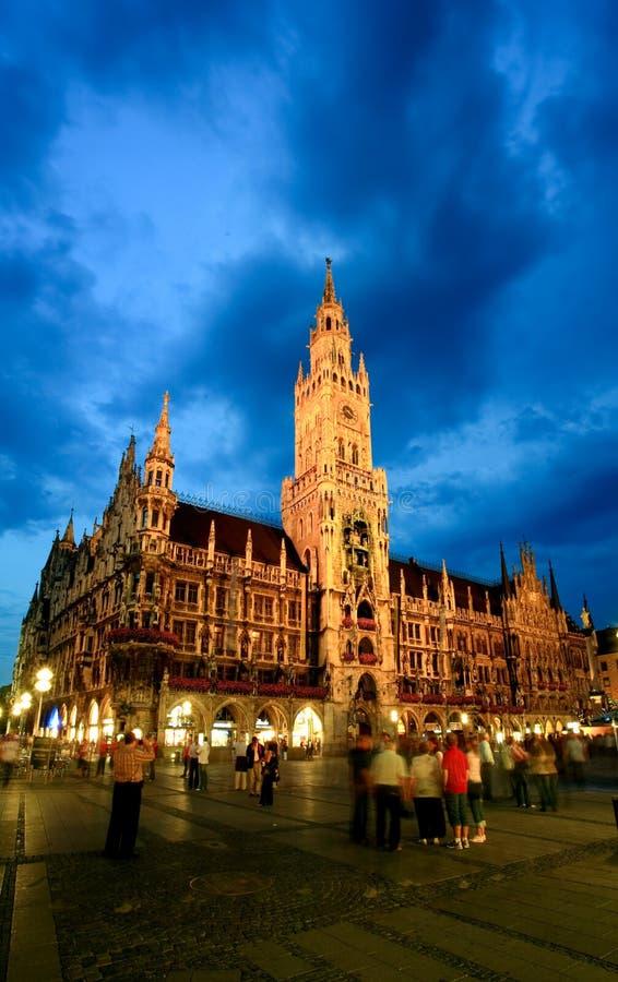 sala Munich nocy sceny miasteczko fotografia stock