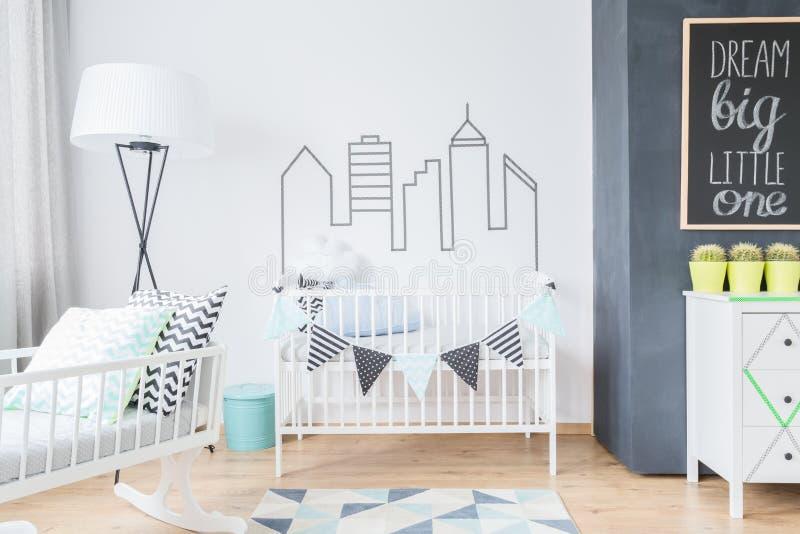 Sala para um bebê no estilo escandinavo fotografia de stock