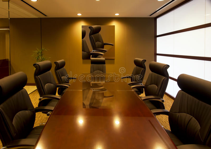 Sala per conferenze dell'ufficio di dirigente aziendale fotografie stock libere da diritti