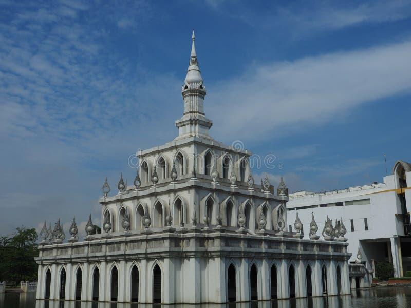 Sala Phum Khao容器在早晨光沐浴了 库存照片
