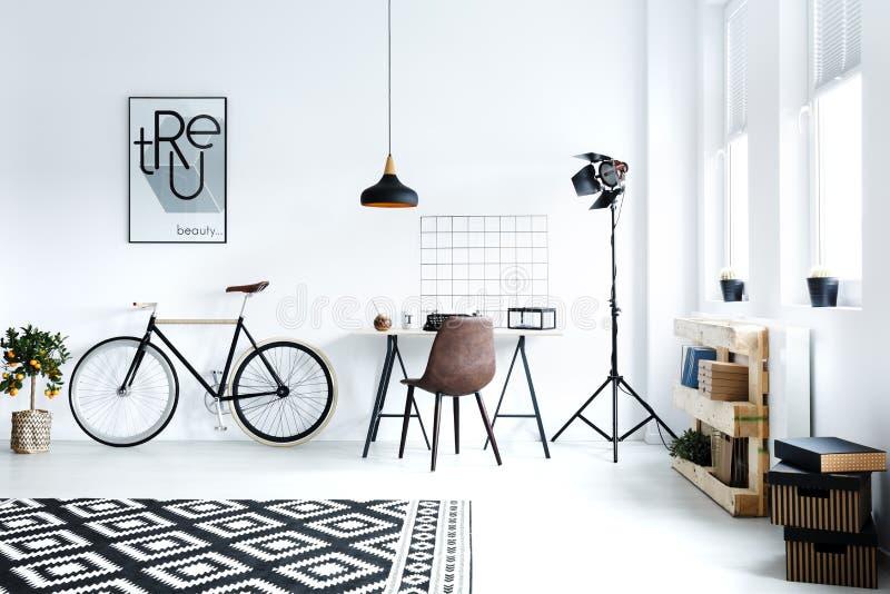 Sala preto e branco do moderno imagens de stock royalty free