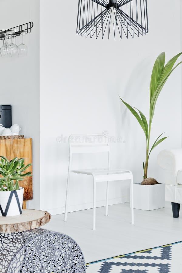 Sala projetada no estilo escandinavo fotos de stock