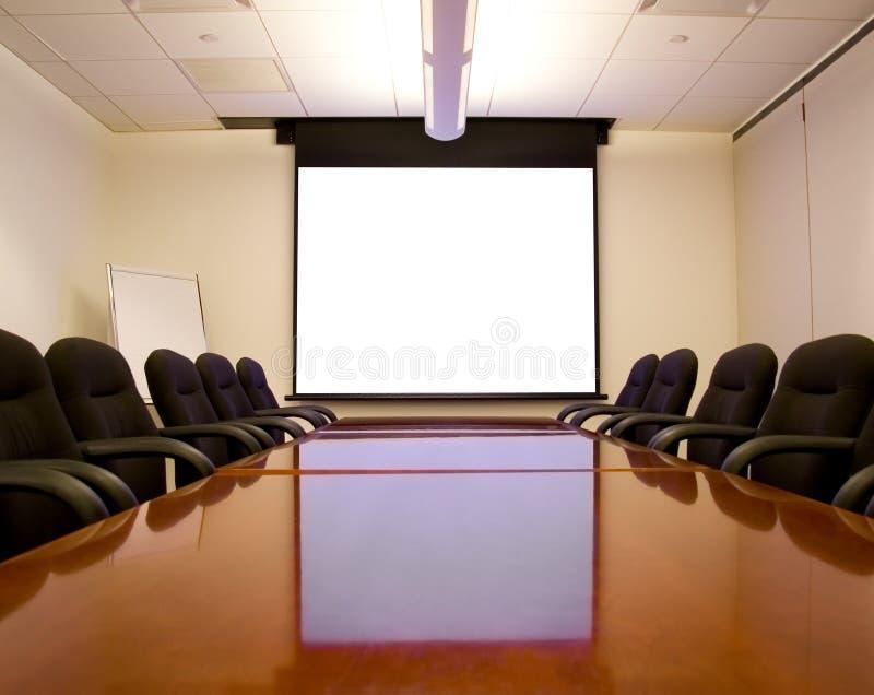Sala riunioni con lo schermo fotografia stock