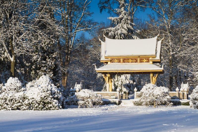 Sala Thai Pavillion i snön royaltyfri fotografi
