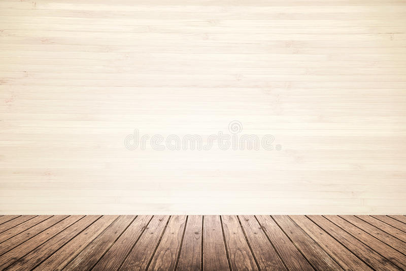 Sala vazia da parede bege e do assoalho de madeira foto de stock royalty free