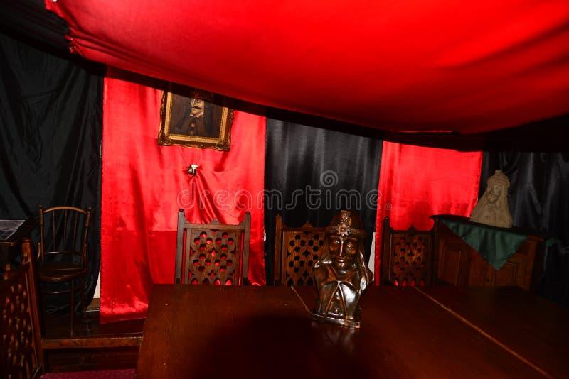 A sala vermelha em Sighisoara romania foto de stock