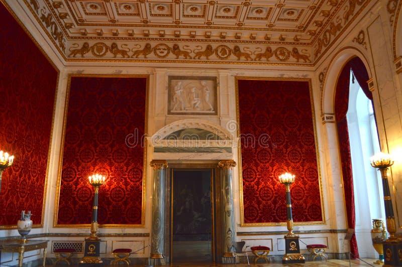 Sala vermelha extravagante foto de stock royalty free