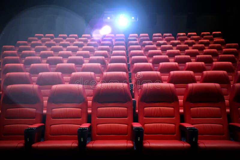Sala vuota del cinema con i sedili immagine stock