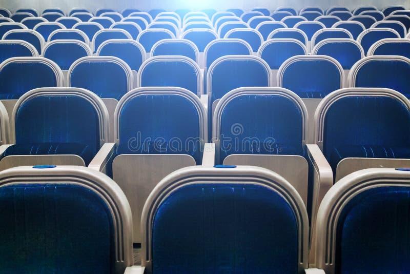 Sala vuota del teatro, del cinema, della conferenza, dell'assemblea o della sala da concerto fotografia stock