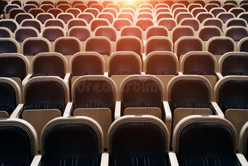 Sala vuota del teatro, del cinema, della conferenza, dell'assemblea o della sala da concerto immagini stock libere da diritti