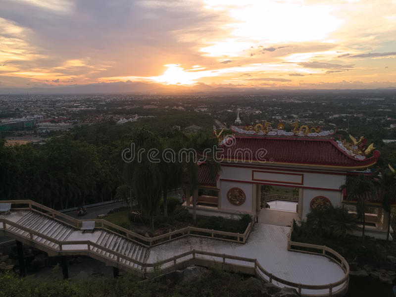 Sala z Chińskiego stylu dachem dla zwiedzać, na górze Kho Hong góra, Tajlandia zdjęcia stock