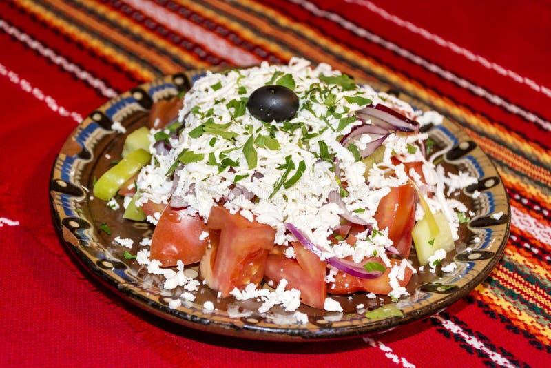 Salada búlgara tradicional do shopska fotos de stock