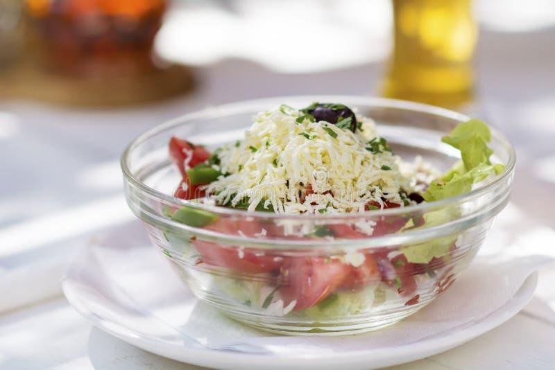 Salada búlgara tradicional do shopska imagem de stock