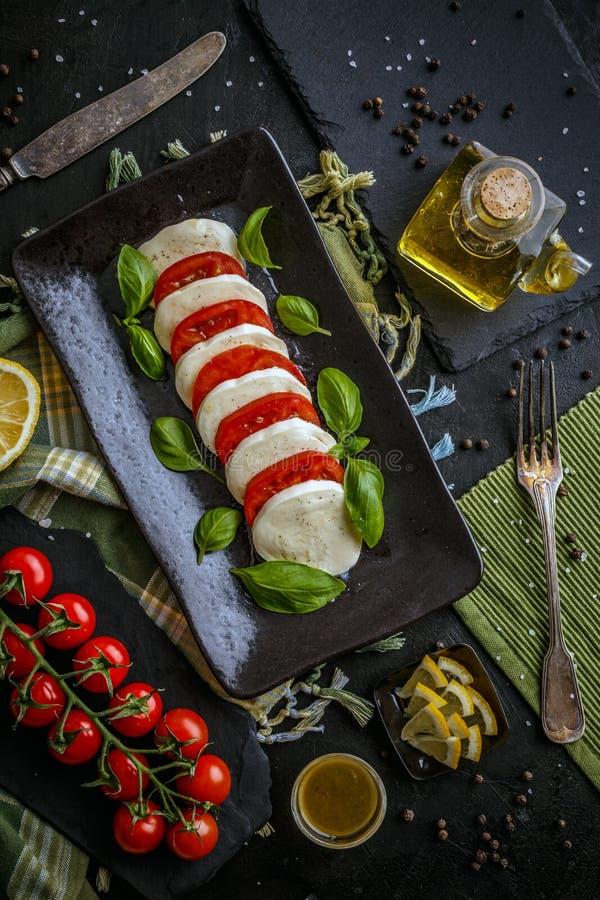 Salada caprese deliciosa fotos de stock