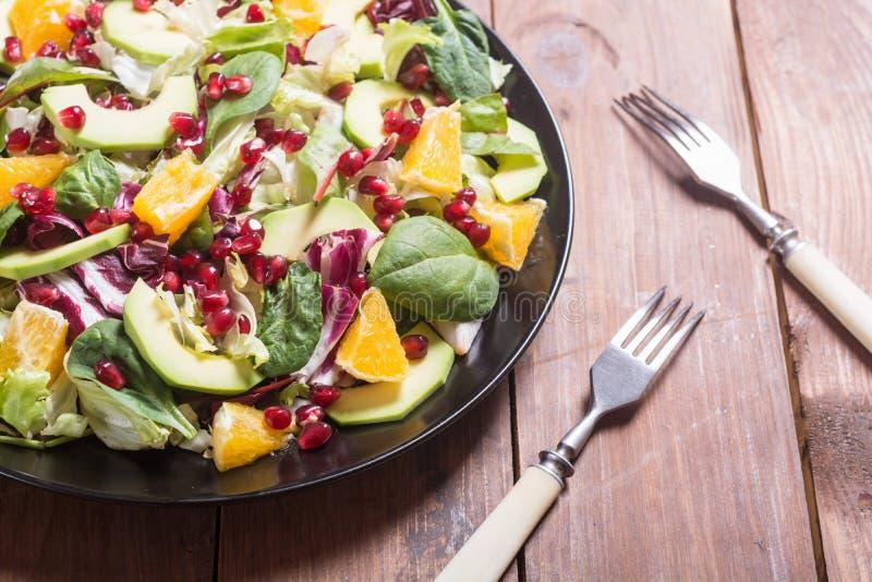 Salada com abacate fotografia de stock royalty free