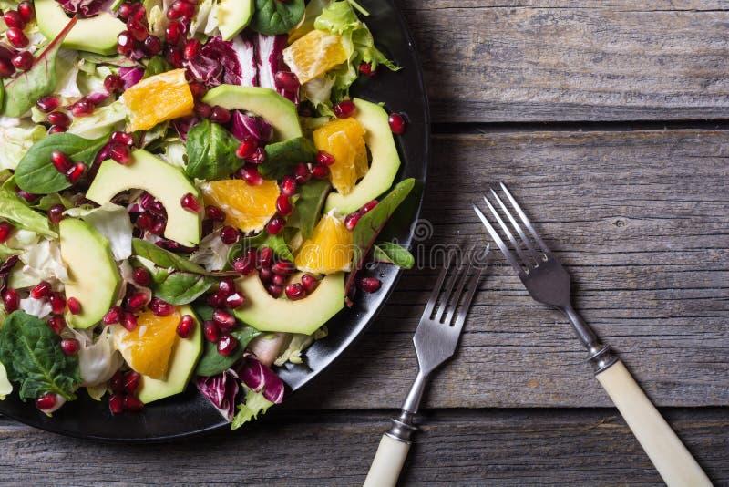 Salada com abacate foto de stock
